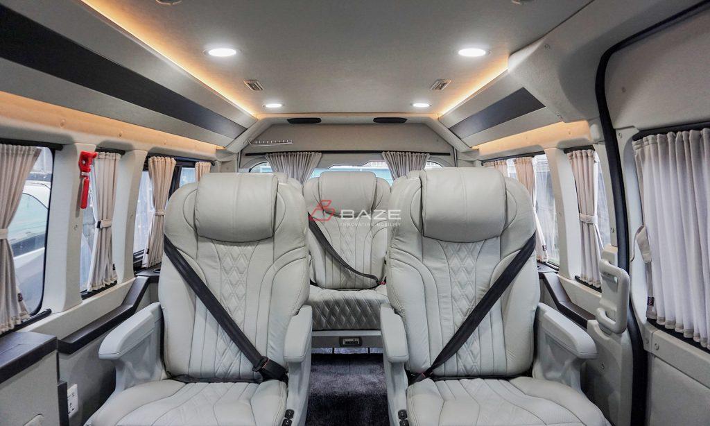 Toyota Hiace Premio Luxury Custom Partisi